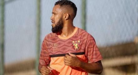 Everaldo vinha sendo titular do Sport, antes da lesão