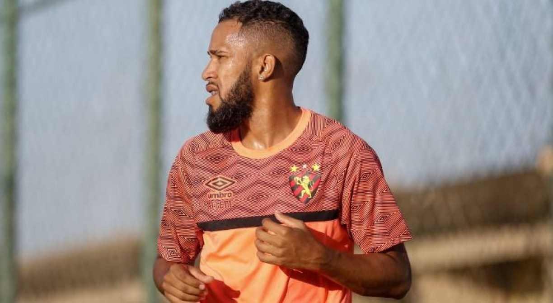 Sport mantém esperança de contar com Everaldo e Neilton diante do Fortaleza