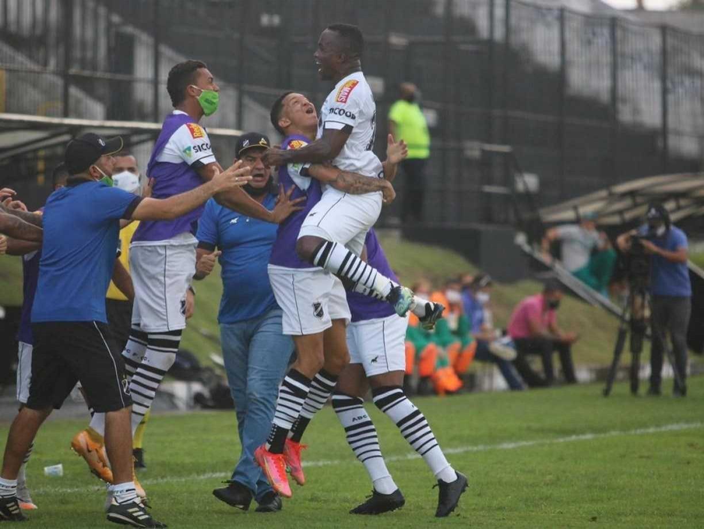 Noite histórica para o Nordeste: Juazeirense, CRB, ABC e Bahia avançam para as oitavas de final da Copa do Brasil