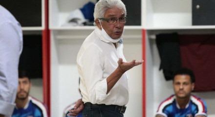 Givanildo também conversou com os jogadores corais nesta quinta-feira
