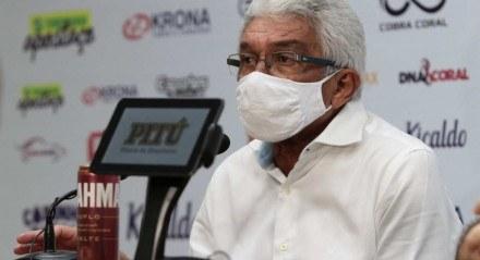Givanildo Oliveira na apresentação no Santa Cruz.