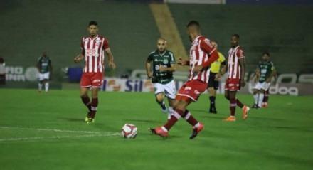 A vitória alvirrubra teve gols de Vinícius, Kieza e Erick.
