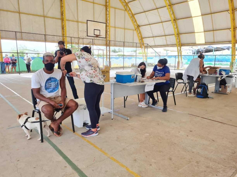 Moradores de Fernando de Noronha com 29 anos ou mais começam a ser vacinados contra covid-19