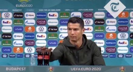 Cristiano Ronaldo viralizou na internet após afastar garrafinhas de refrigerante da sua frente durante coletiva de imprensa
