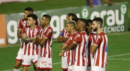 Vinícius faz o primeiro Gol do Náutico. Lances do jogo de futebol Náutico X Vila Nova, válido pelo Brasileirão da Série B, no Estádio dos Aflitos.