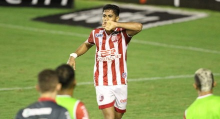 Brian faz o segundo Gol do Náutico. Lances do jogo de futebol Náutico X Vila Nova, válido pelo Brasileirão da Série B, no Estádio dos Aflitos.