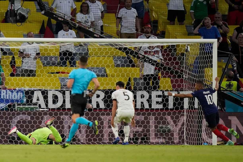 França conta com gol contra para vencer a Alemanha na estreia da Eurocopa
