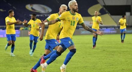 O jogador Neymar do Brasil comemora gol  durante  partida  entre  Brasil e Peru, válido pela Copa América 2021. Realizado no estádio Nilton Santos, na cidade do  Rio de Janeiro, RJ,  nesta Quinta-Feira (17).