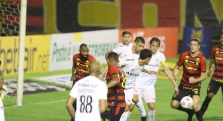 Lances do jogo de futebol Sport X Grêmio, válido pelo Brasileirão da Série A, no estádio da Ilha do Retiro.