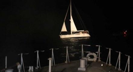 Polícia Federal e Marinha do Brasil interceptam veleiro carregado com haxixe