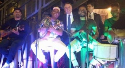 Jair Bolsonaro em festa de pagode durante a pandemia
