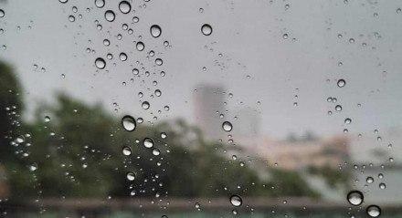 No Recife, a sexta-feira (18) foi de chuva