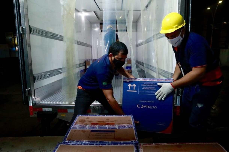 Covid-19: Pernambuco recebe mais97.110 vacinas da Pfizer; saiba para quem novo lote será destinado