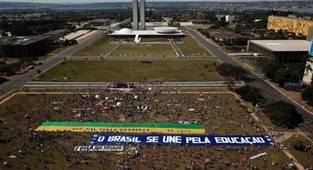 Protesto contra Governo Bolsonaro em Brasília, neste sábado (19)