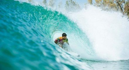 Os dois surfistas que vêm dominando o pódio do Surf Ranch, foram os melhores de novo nas ondas da piscina idealizada porKelly Slaterno deserto da Califórnia, Estados Unidos. No sábado, 19/06, o bicampeão mundialGabriel Medina, que está invicto com dois títulos nesta etapa doWorld Surf League Championship Tour,
