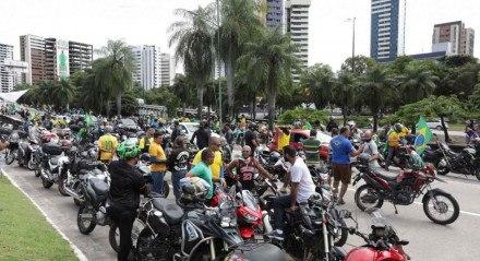 Apoiadores de Bolsonaro seguiram em direção ao Centro de Convenções, em Olinda