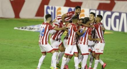 Com gols de Pedro Castro, contra, Jean Carlos e Paiva, o Náutico bateu o Botafogo por 3x1