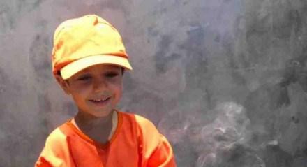 Menino de 4 anos ganha festa temática com inspiração no trabalho dos coletores de lixo