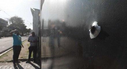 Na noite desta segunda-feira, no Arruda, membros de uma torcida organizada do clube tentaram invadir a sede do Santa Cruz..