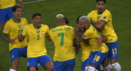 A seleção brasileira só conseguiu a virada nos acréscimos do segundo tempo.