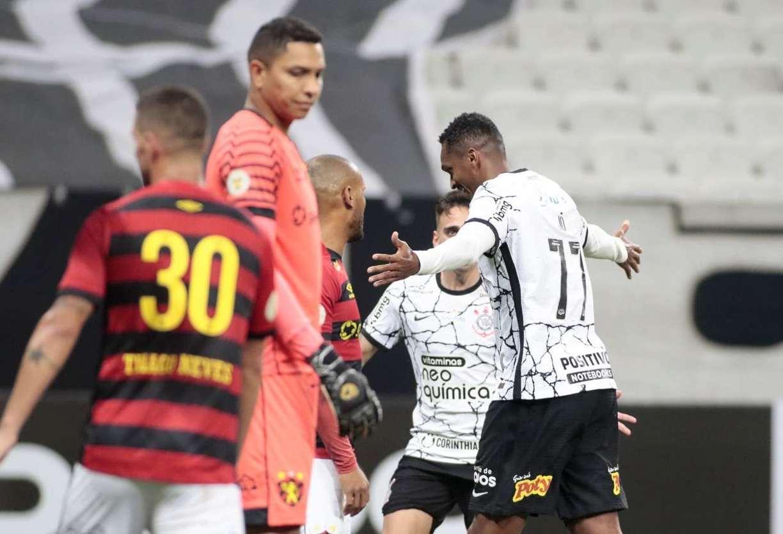 O segundo gol do alvinegro foi marcado pelo atacante Jô.