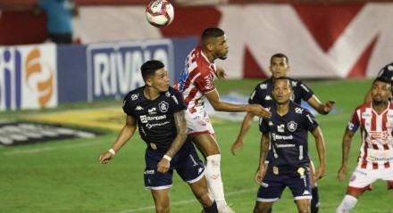 Lances do jogo de futebol Náutico X Remo, válido pelo Brasileirão da Série B, no Estádio dos Aflitos.