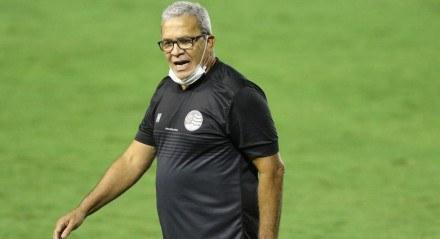 Hélio dos Anjos, Técnico do Náutico. Lances do jogo de futebol Náutico X Remo, válido pelo Brasileirão da Série B, no Estádio dos Aflitos.