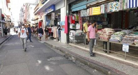 Comércio no centro do Recife, domingo (27)