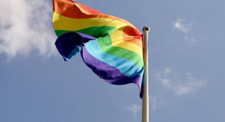 Pessoas LGBTQIA+ têm dificuldades para entrar no mercado de trabalho