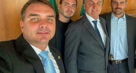 """Bolsonaro teria dito a interlocutores ser impossível a Moraes provar """"uma fake news"""" que os filhos tenham espalhado"""