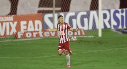 Paiva faz o 4 Gol do Náutico. Lances do jogo de futebol Náutico X Operário, válido pelo Brasileirão da Série B, no Estádio dos Aflitos.