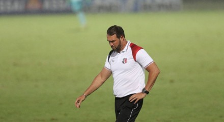 Roberto Fernandes, Técnico do Santa Cruz. Lances do jogo de futebol Santa Cruz X Payssandú, válido pelo Brasileirão da Série B, no Estádio do Arruda.