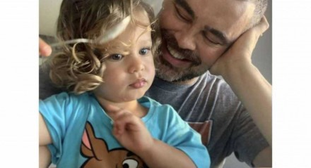 O ator Carmo Dalla Vecchia e o filho Pedro