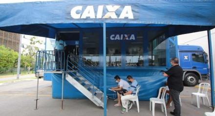 Caminhão da Caixa oferece descontos para clientes do banco que querem quitar dívidas, no Recife Unidade móvel fica estacionada no Shopping RioMar, no Pina, até a sexta-feira (15). Atendimento acontece das 14h às 20h.