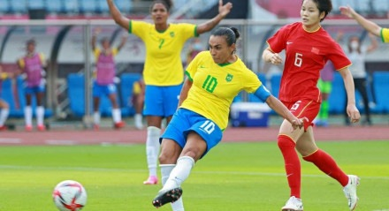 Marta marcou dois gols na vitória por 5 a 0 do Brasil sobre a China na estreia nos Jogos Olímpicos de Tóquio