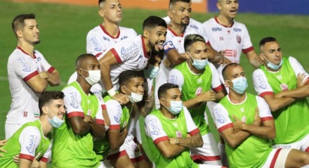 Jean Carlos, do Náutico (PE), fez o segundo gol, marcado diante do Brasil (RS), durante partida valida pelo Campeonato Brasileiro Série B , realizada no  no estádio dos Aflitos, em Recife (PE), neste sábado, 21 de julho de 2021.