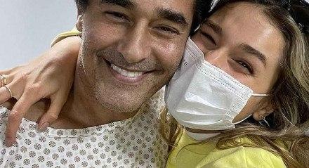Sasha Meneghel postou uma foto em que aparece ao lado do pai, Luciano Szafir