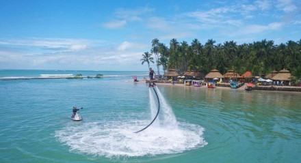 O voo de flyboard na Praia dos Carneiros será mostrado no programa Cores e Sabores de Tamandaré no próximo dia 7.
