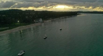 A Capela de São Benedito é o cartão-postal da Praia dos Carneiros em Tamandaré
