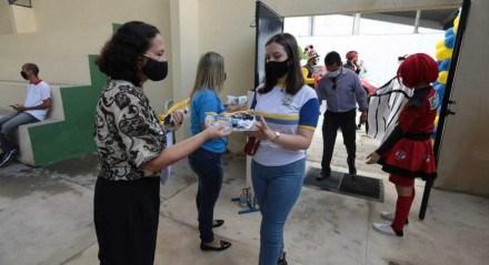 Alunos da rede municipal do Recife voltaram às salas de aula após mais de um ano