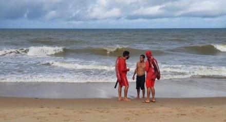 Região da Igrejinha de Piedade após ataque de tubarão deste domingo, 25 de julho. Bombeiros solicitam que banhista não entre na água