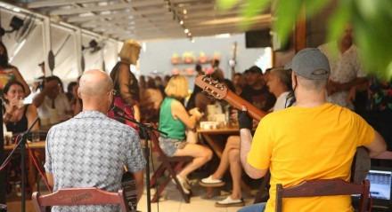 Palavras-chave: Pandemia - Corona - Vírus - Bar - Restaurante - Economia - Comida - Diversão - Música - Ao vivo - Cultura ##