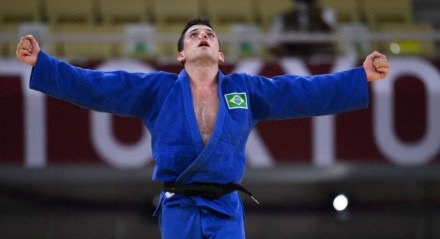 Daniel comemora sua medalha de bronze