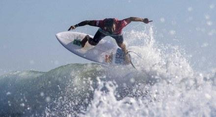 Finais do surfe nas Olimpíadas são adiantadas por tufão .Medina e Ítalo vencem suas baterias e estão nas quartas de final podendo se encontrar na final dos Jogos de Tóquio.