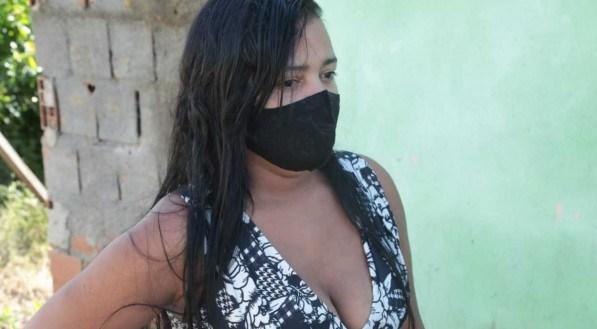 Dona de casa Adilza Cardoso, 36 anos, esposa da última vítima de ataque de tubarão em Pernambuco