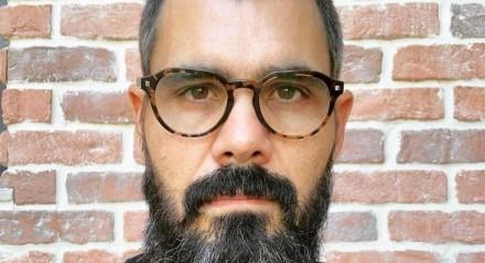 Juliano Cazarré, ator da TV Globo