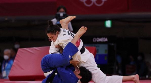 Mayra Aguiar bateu a adversário com ippon