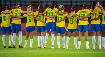 A seleção brasileira feminina de futebol se despediu de Tóquio nesta sexta-feira (30)