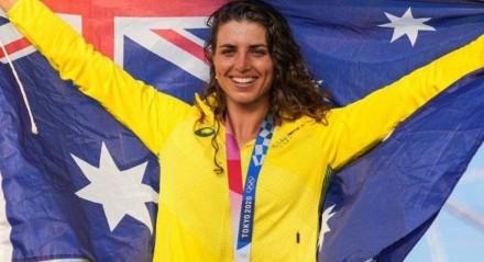 Jéssica Fox foi bronze no caiaque e ouro na canoa.