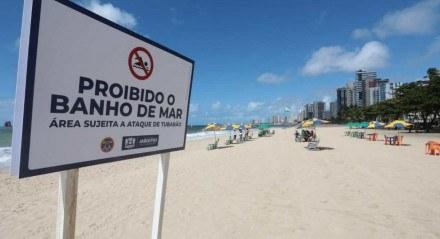 Primeiro sábado da proibição de banho de mar em trecho da Praia de Piedade